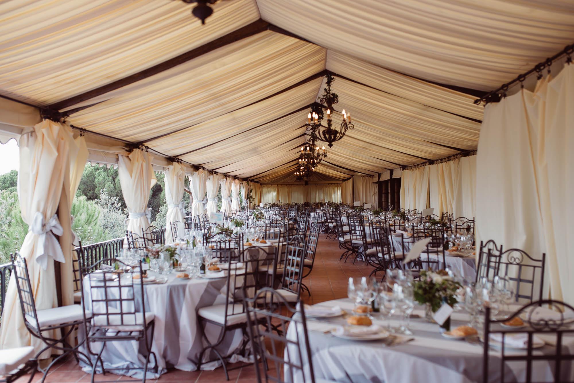 Comedor para los invitados de la boda