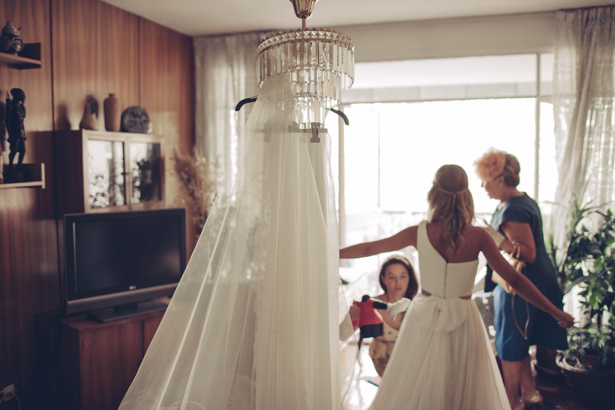 La novia y sus amigas en los preparativos