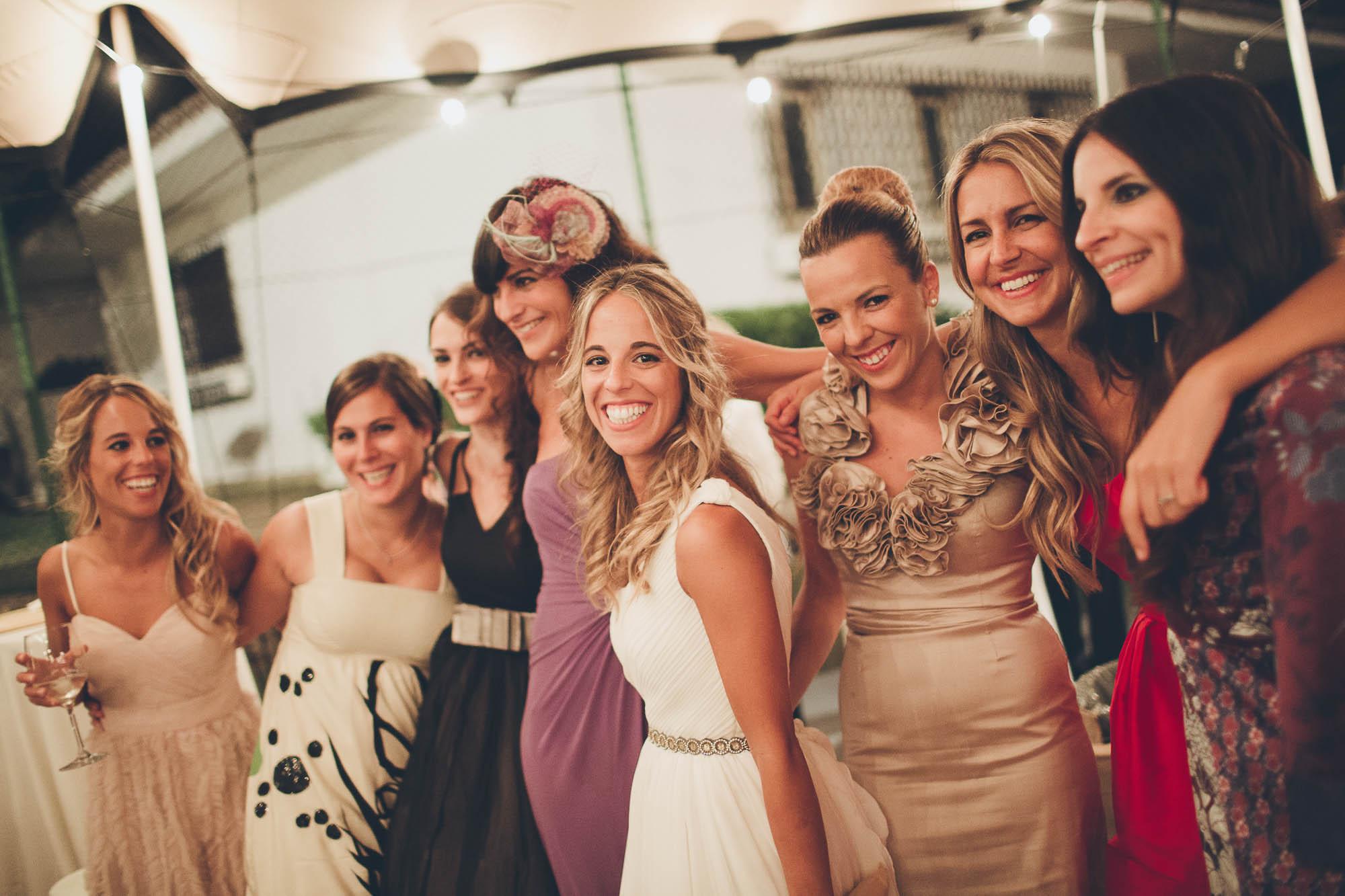 La novia y sus amigas en la fiesta