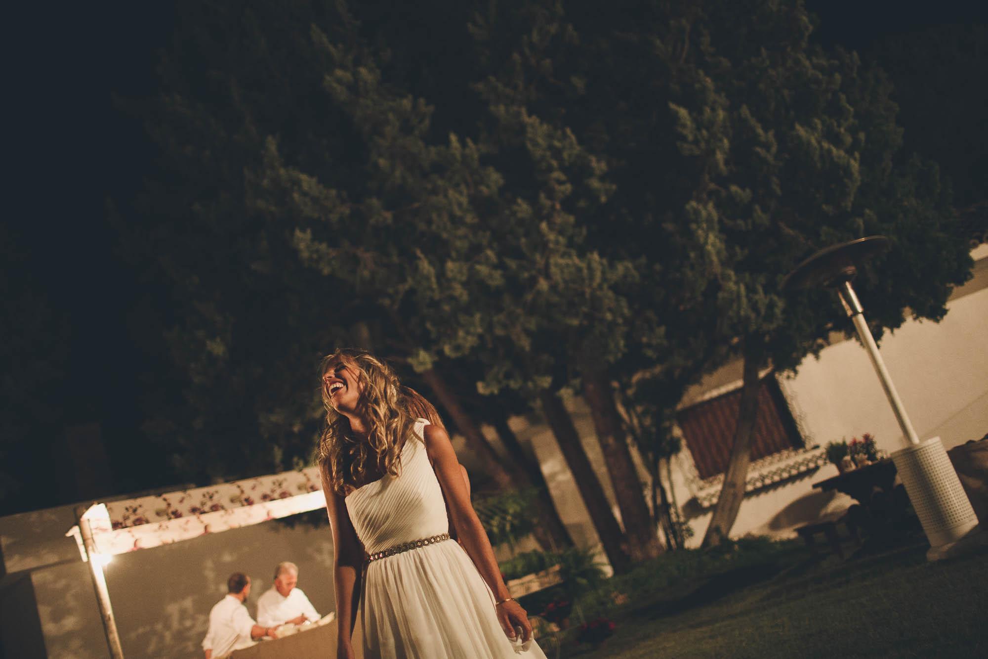 La novia mira al cielo