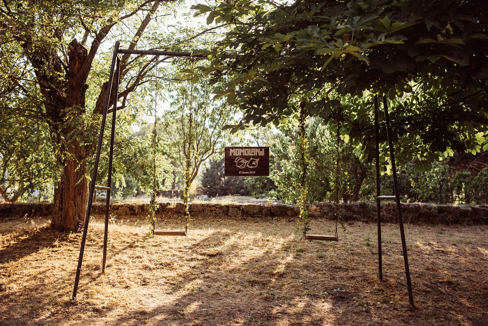 Jardín con columpios para celebrar el día de la boda
