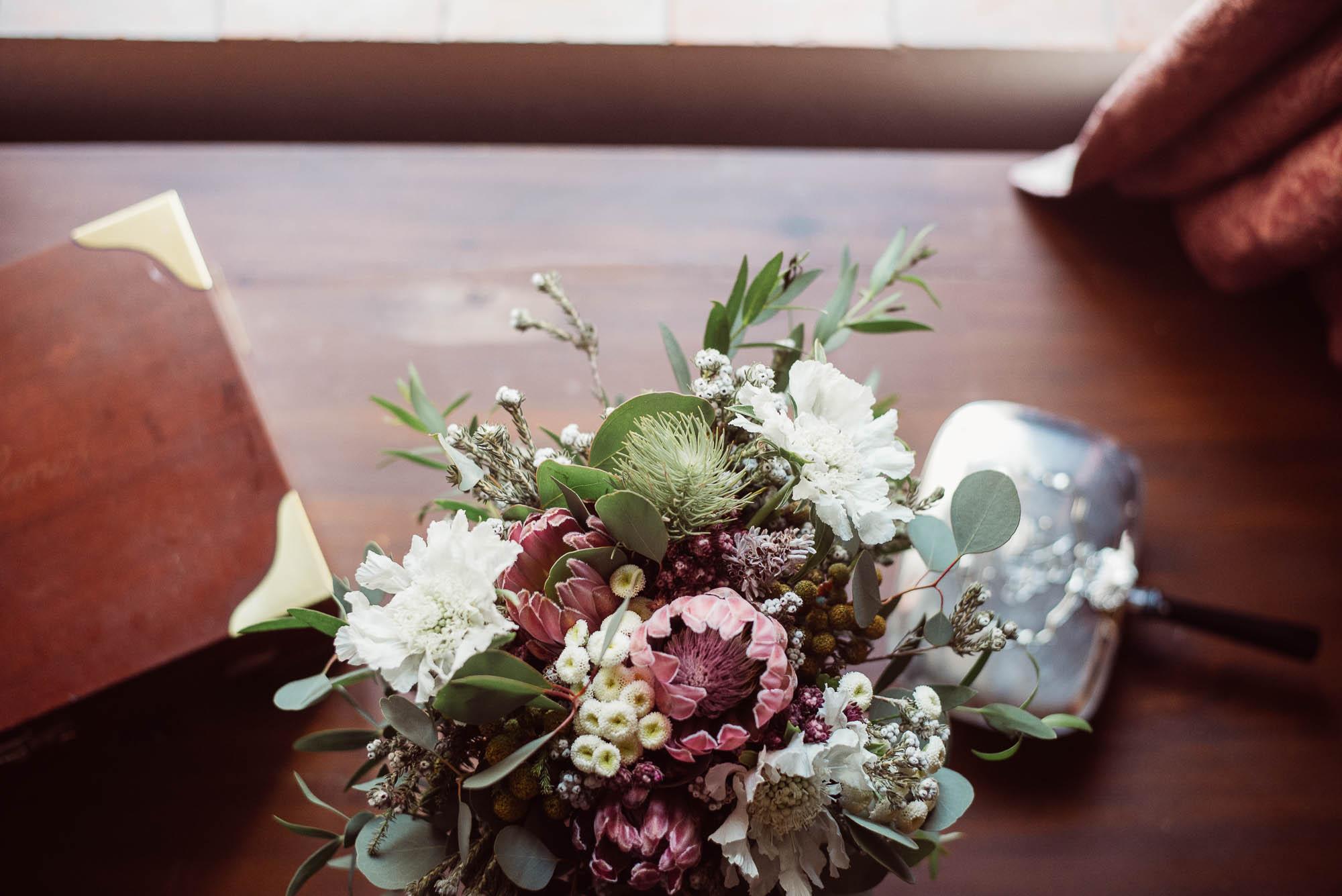 El ramo de la novia durante los preparativos