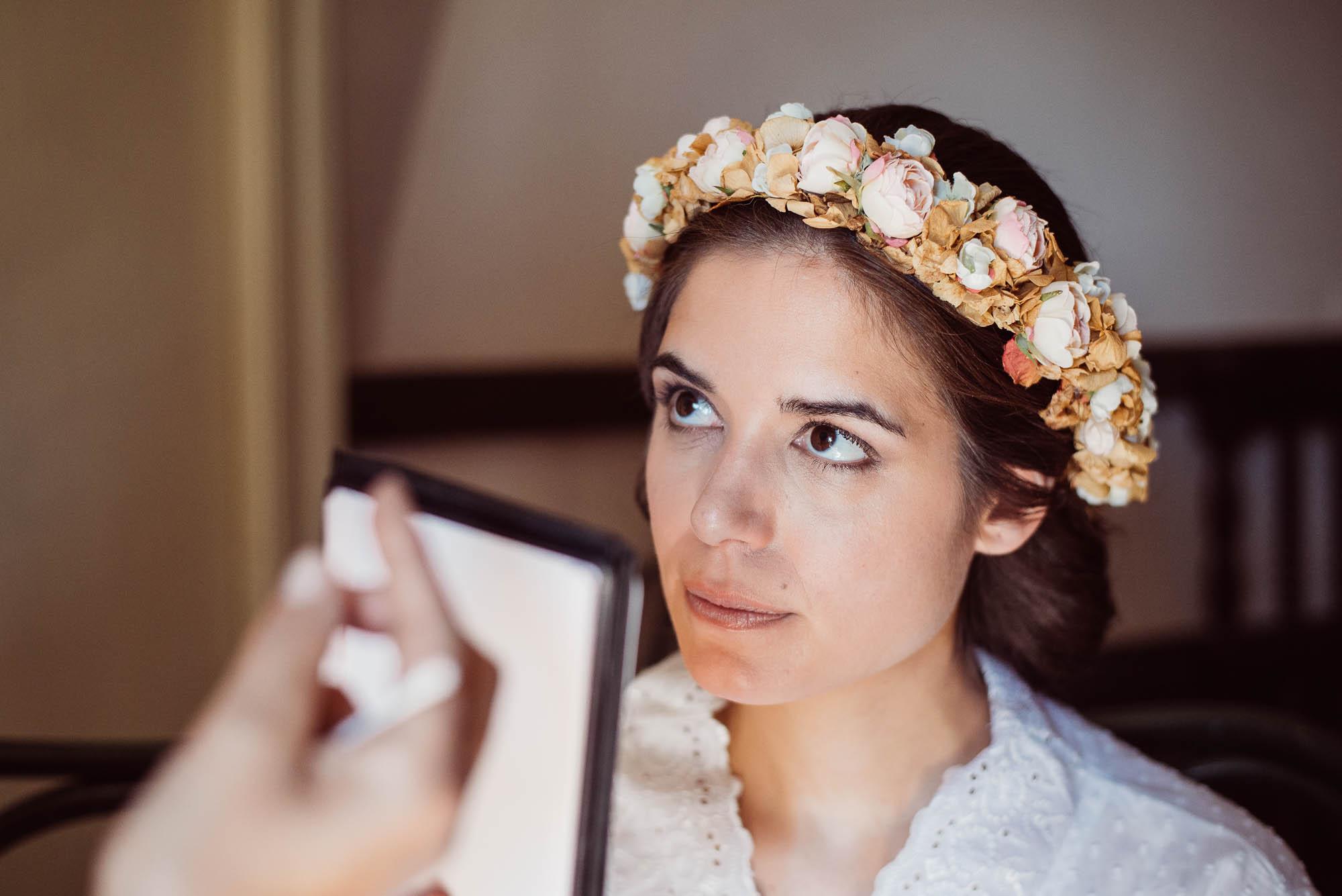 La novia durante los últimos retoques el día de la boda