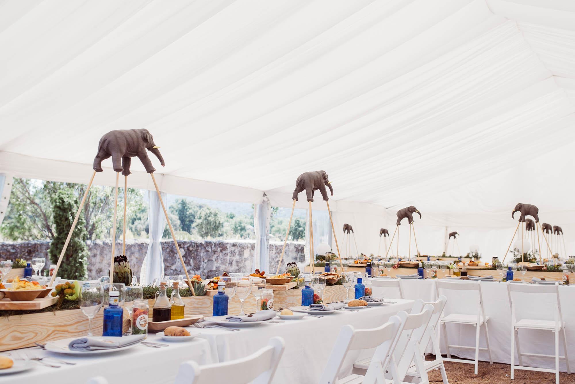 Decoración con elefantes de las mesas del comedor