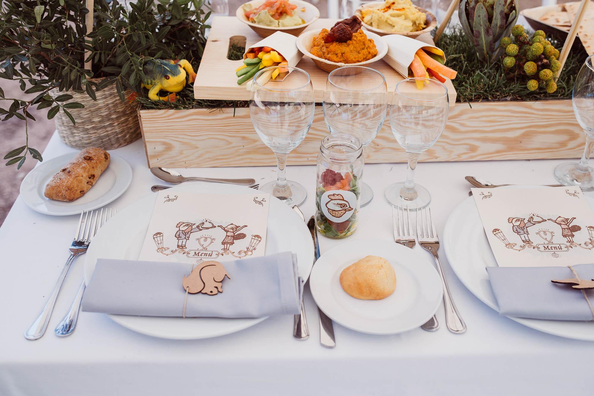 Detalle de las mesas del comedor