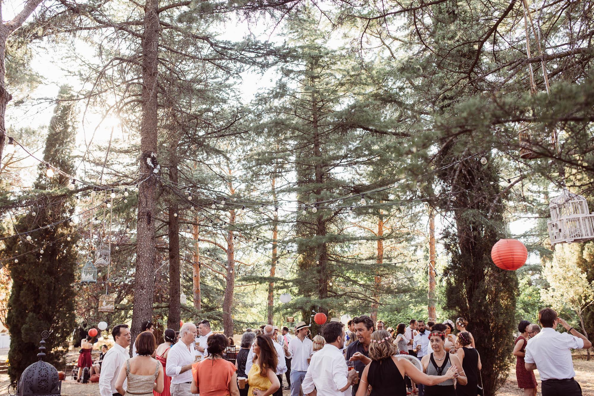 Los invitados durante la fiesta de la boda