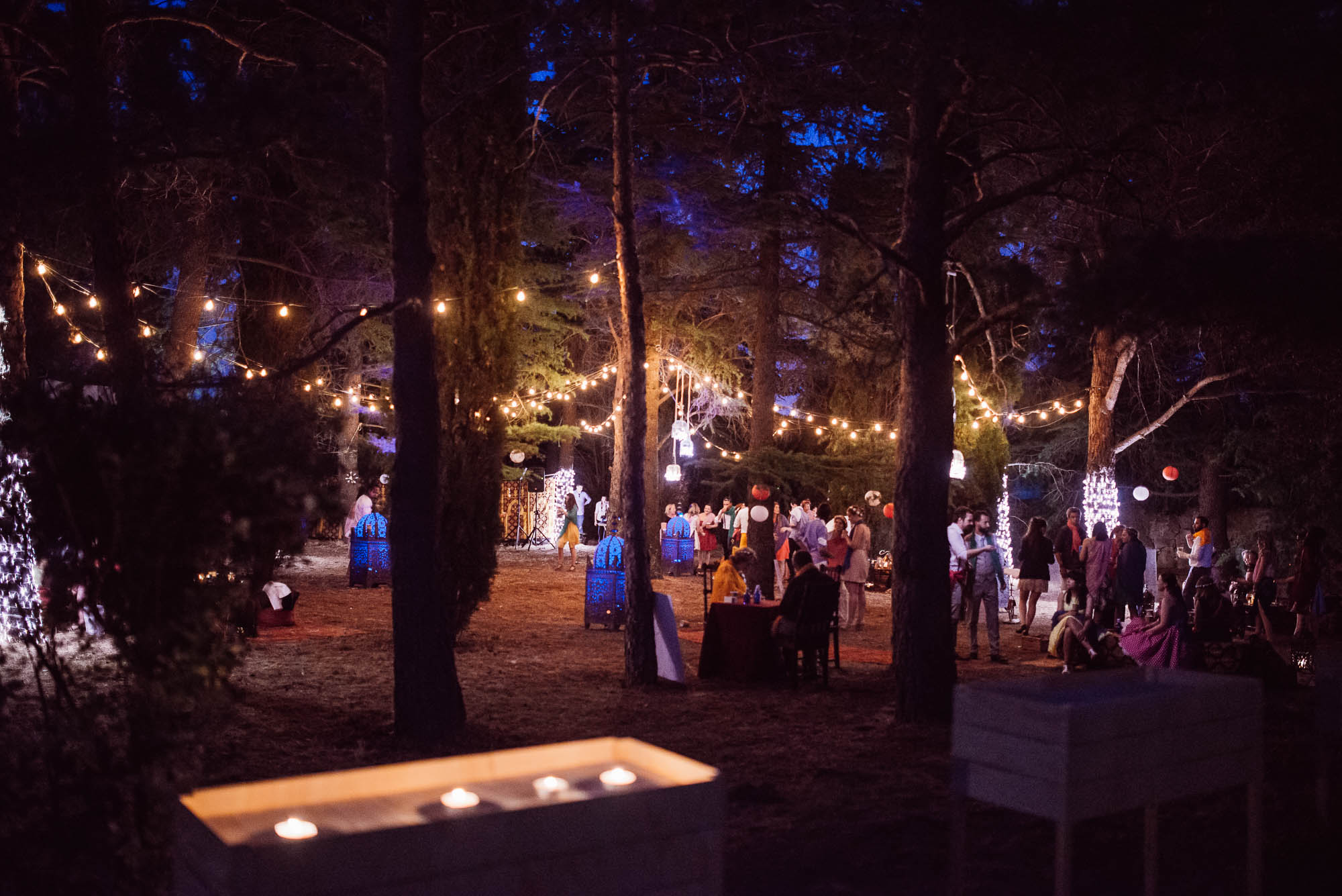 La fiesta con luces  por la noche